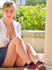 Lindsey Busty Schoolgirl - Pics