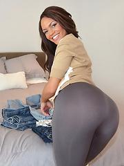 Black girflriend Peyton in tight grey pantyhose - Pics
