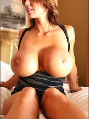 Today we lighten the burden of Monday with the always awesome 30G Brandy Robbins, who is back with her awesome big tits and sexy, slender and incredibly toned bod! - Pics