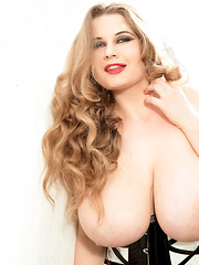 Tits Jugs - Larissa Linn - Pics