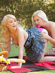 November treat Penelope Lynn gets her juicy pussy eaten by Samantha Rone - Pics